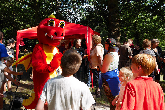 Ddraig Meets Some Admirers