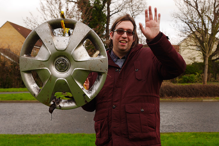 Leeky Found A Hubcap!